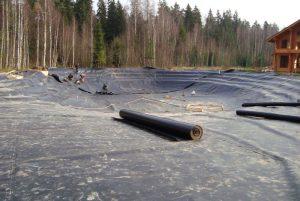 Монтаж гидроизоляции искусственного водоёма